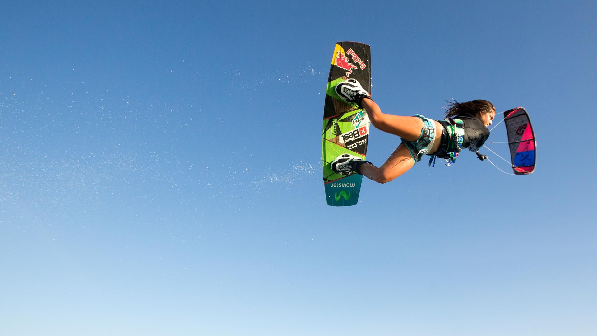 Vem sa att tjejer inte kan kitesurfa?