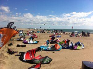 Lämna inte kiten på stranden i onödan där den exponeras av sol, vind och sand.