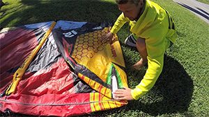 Pack down your kite in the best way to make it last longer